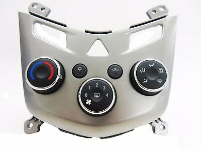 GM 2013-2014 Chevy Sonic AC / Heat Temperature Climate Control Panel 95332699 Temperature Control Panel