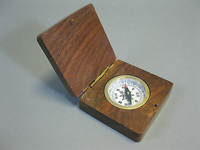 Kompass in Holzschachtel Durchmesser 4cm