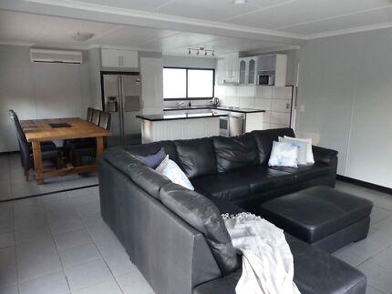 $550-$590 offers 3+ bed house Mudgeeraba