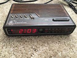 VINTAGE GE General Electric Digital Alarm Clock Radio (7-4612B) TESTED & WORKING