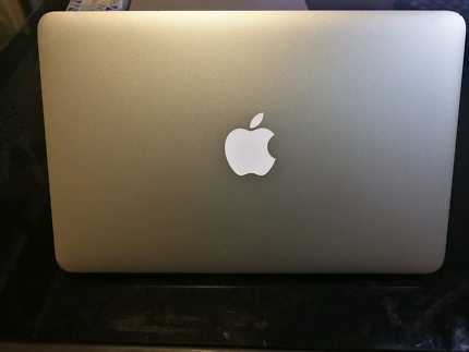 Macbook Air 11 inch 2010 -  Excellent Condition