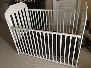 Stork craft baby crib white