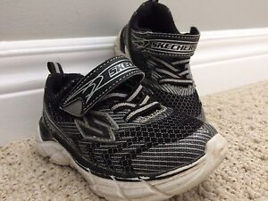 Sketchers Runners Size 7