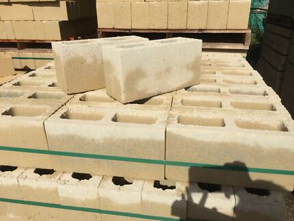 MEDIUM LIMESTONE BLOCKS (HOLLOW&SOLID)