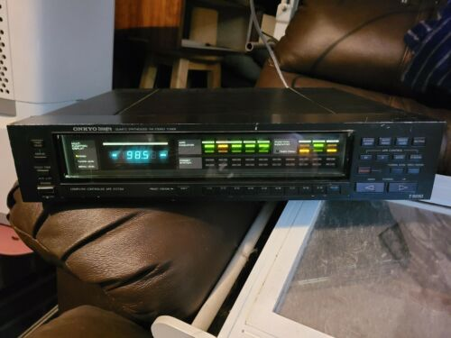 ONKYO Integra T-9090 QUARTZ SYNTHESIZED FM STEREO TUNER -  GOOD CONDITION