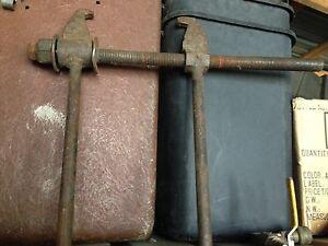 pince pour ajuster chaine tracteure ou débussqueuse