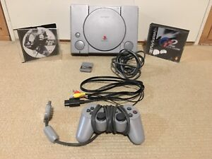 PS1 w/ 1 Controller and 2 Games
