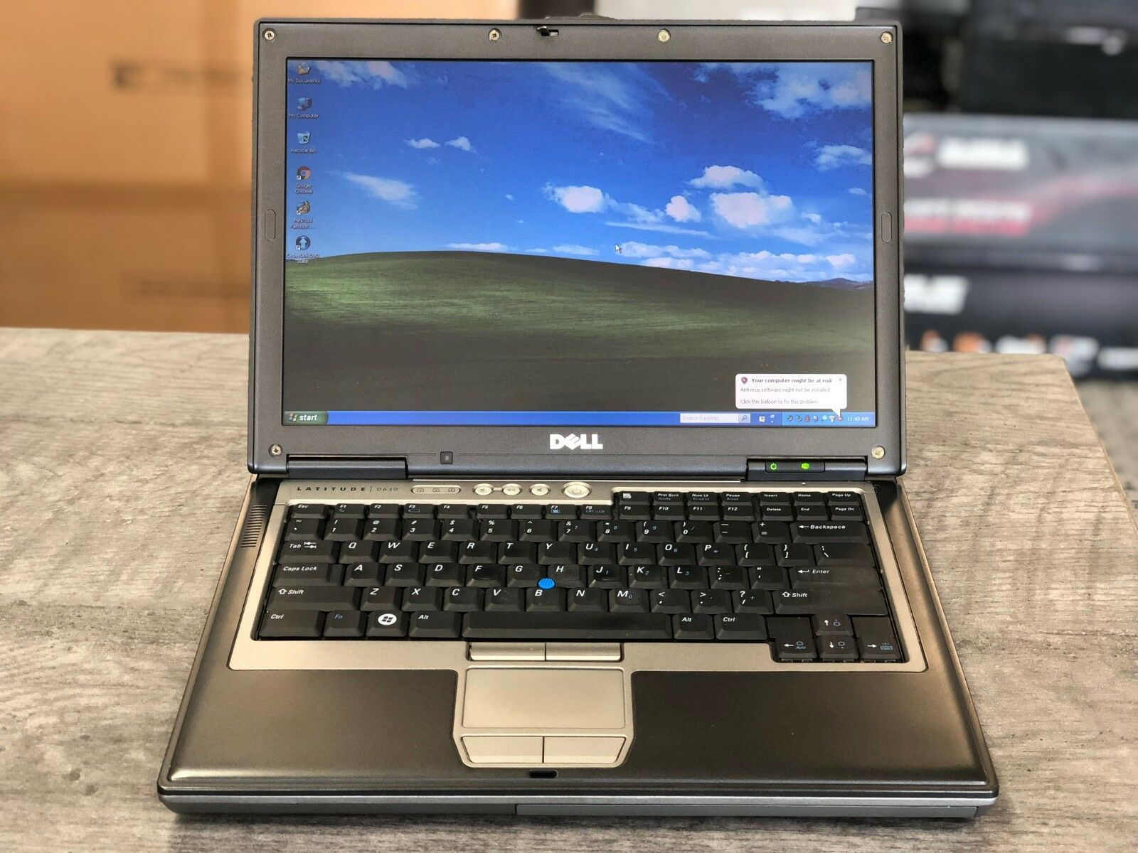 "Laptop Windows - Dell D630 D620 14"" 1.8GHz 160GB, 2GB RAM WINDOWS XP, WiFi DVD/CDRW RS232 Serial"