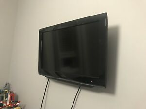 "26"" Toshiba tv with dvd player"