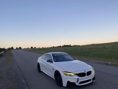 2015 BMW M4  2015 BMW M4 Coupe White RWD Automatic