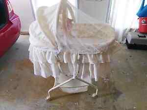 Bassinet unknown brand Merrimac Gold Coast City Preview