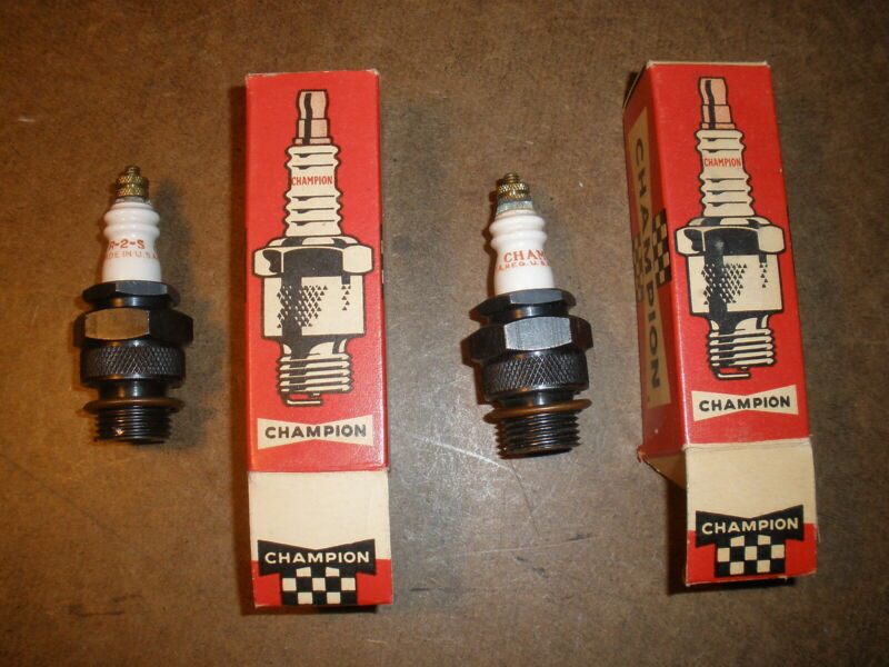 """pair of Champion """"R-2-S"""" Spark Plugs Gas Engine Collectible Antique Vintage 18mm"""