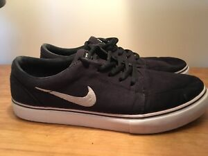 Mens used Nike shoes sized 9