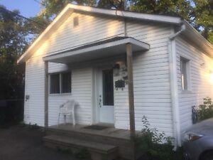 Petite maison 4 1/2 à louer pour 1 septembre