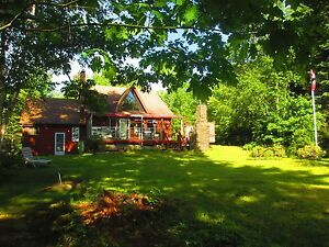 Unique Lakefront Cottage (near Mahone Bay, NS)