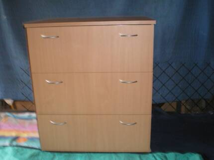 **  CHEST OF DRAWERS - LARGE THREE DRAWERS  **