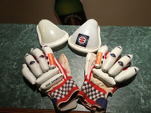 CRICKET GLOVES & ACCESSORIES Unanderra Wollongong Area Preview