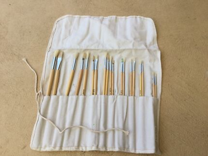 18 Brush paint brush set with purpose made bag
