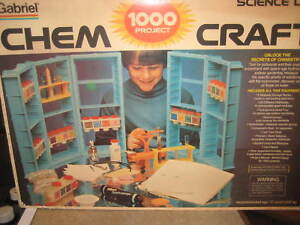 Vtg. 70's Gilbert Chemcraft Science Lab 1000 projects, 2 manuals, Chemistry Set