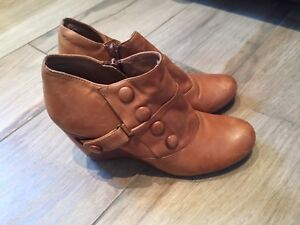 Miz Mooz tan ankle boots, 7.5