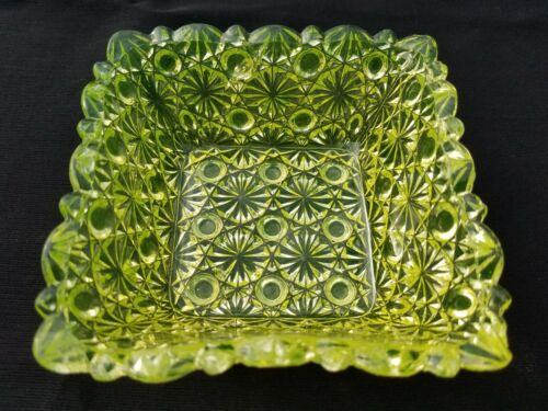 EAPG Hobbs Brockunier Glass Vaseline Canary Daisy and Button Square Berry Bowl