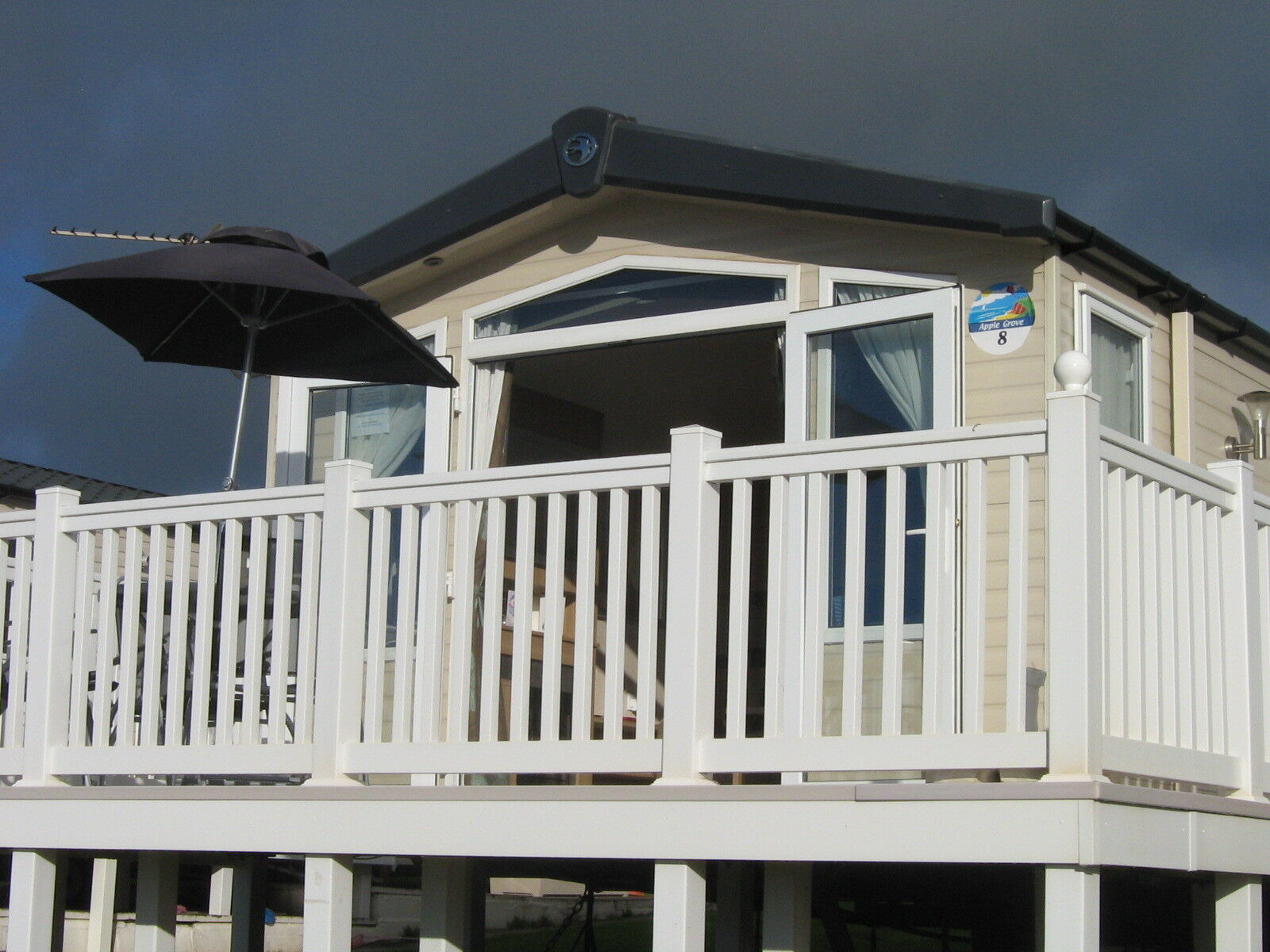 Unique DEVON CLIFFS SANDY BAY EXMOUTH PLATINUM CARAVAN With VERANDA FOR HIRE