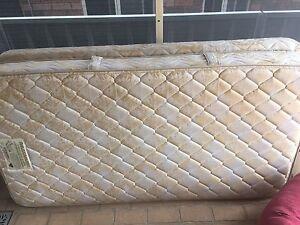 King single mattress & base Erskine Park Penrith Area Preview
