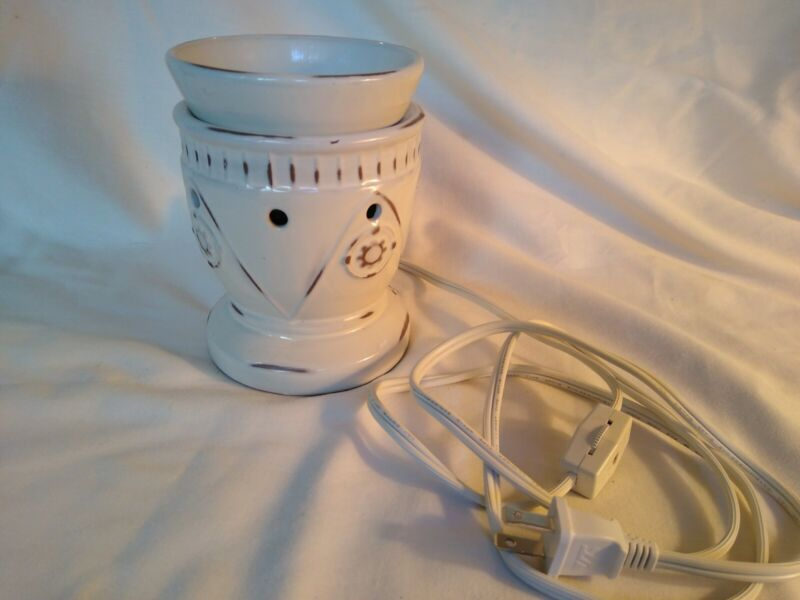 Scentsy Electric Wax Candle Warmer Melter Tan White Home Wax Wall Plug In Works