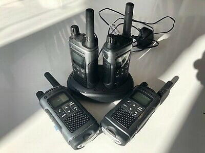 Motorola TLKR T80 Walkie-Talkies x 4 plus dual charging dock