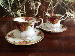 ROYAL-ALBERT-Inghilterra-OLD-COUNTRY-ROSE-2-nobile-tazze-caffe-con-Piattini