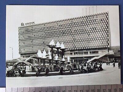 1 DDR Postkarte Berlin GDR Postcard Brunnen Alexanderplatz Centrum Warenhaus s/w