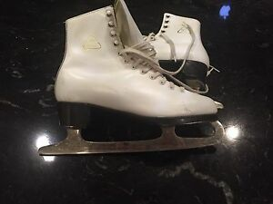 Figure skates in new condition!