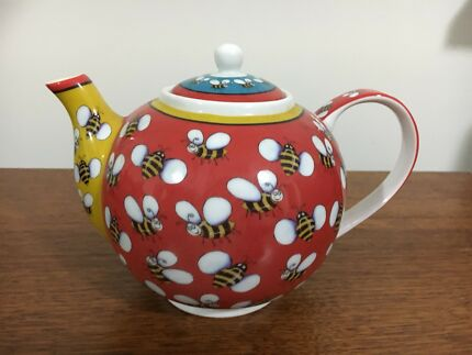 Gorgeous Bumble Bees Teapot