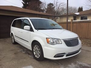 2014 CHRYSLER TOWN & COUNTRY $10000(OBO)