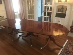 Early 20th century Duncan Phyfe dining room table.