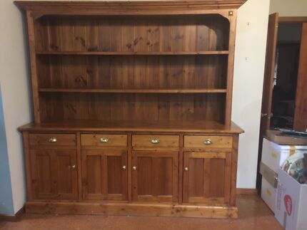 Pine sideboard and hutch in great condition
