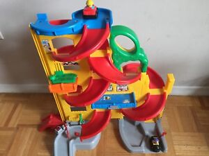 Kids Garage toy- with 2 Free cars
