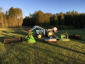 1980~ Ford 1500 4X4 Acreage Tractor c/w Implements