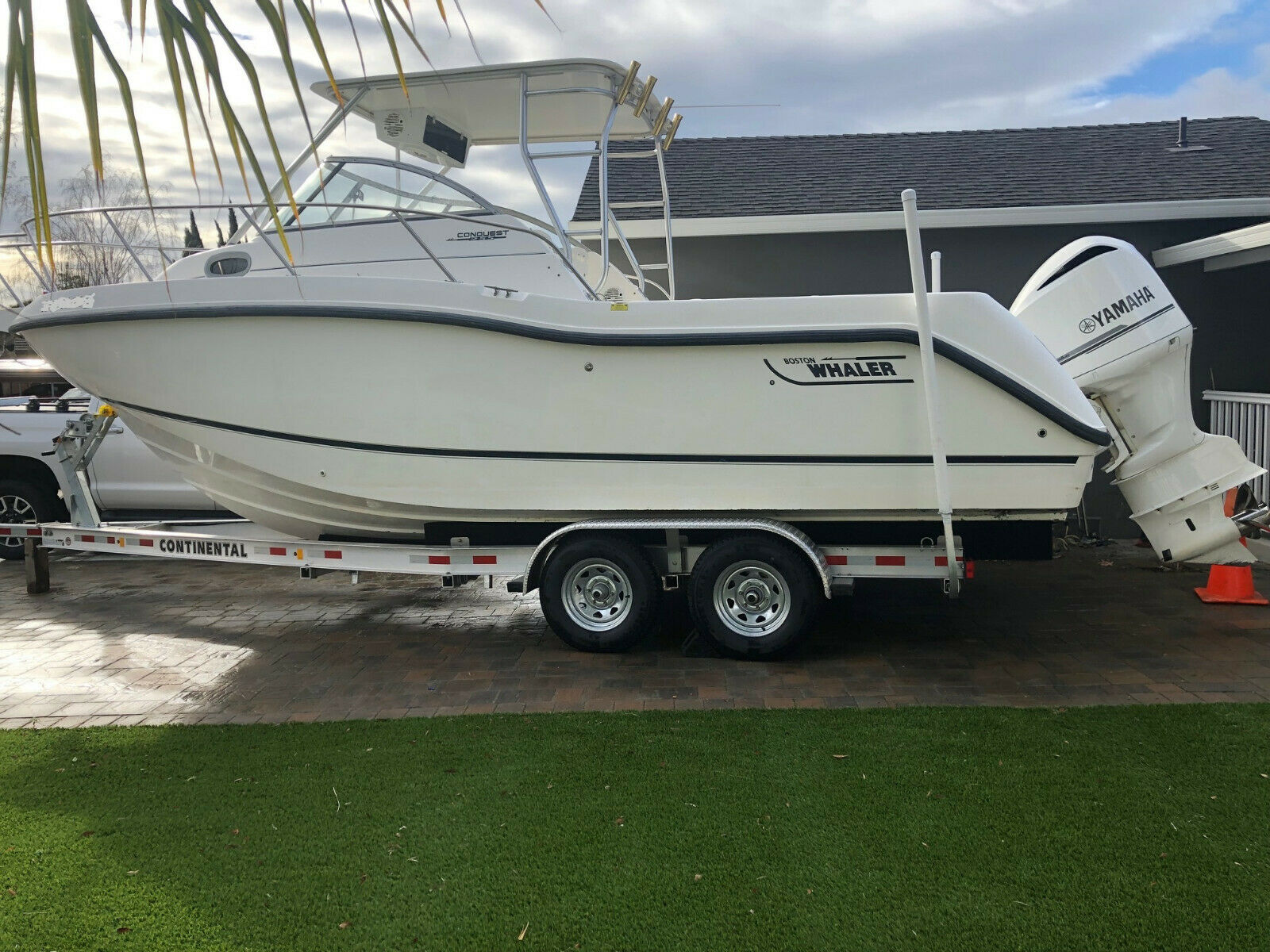 2003 Boston Whaler 255 Conquest with 2013 Yamaha 350 HP & 2019 Trailer