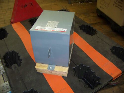 Square D Schneider Electric 7.5 KVA 1Ph Rainproof Enclosure Transformer 7S1F New