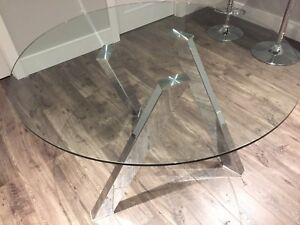 Sunpan Manhattan Dining Room Table . Very Nice