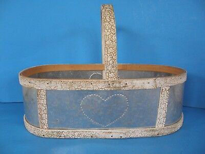 VINTAGE TIN METAL AND WOOD OVAL CARRY BASKET WITH WOOD HANDLE HEART DESIGN
