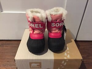 BNIB Snow commander Sorel boots Size US 6/EU 23
