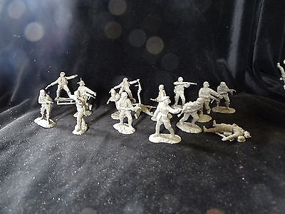 CONTE WORLD WAR 2 GERMAN ARMY WEHRMACHT SET #1 PLASTIC 15 RARE FIGS INCL OFFICER