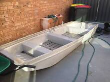 hawker dehavilland 12 ft punt boat and suzuki 6hp motor Currans Hill Camden Area Preview