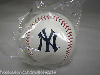 (1 New York Yankees Team Logo Ball MLB Baseball Rawlings)