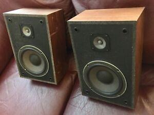 REALISTIC MC-800 vintage bookshelf minimus style speakers.