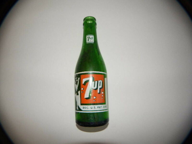 Soda Bottle-7UP-The Fresh Up drink-7 oz-wth Girl-7 Bubble R18719