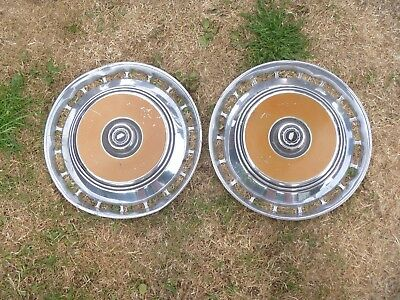 COLLECTABLE VINTAGE/CLASSIC FORD GRANADA/CONSUL CAR WHEEL TRIMS  HUB CAPS..X2