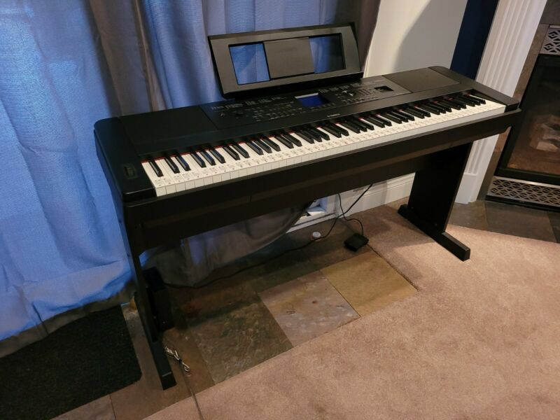Yamaha DGX-660B Portable Digital Grand Piano - Black